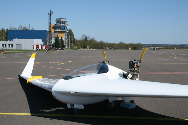 Flying wing at Ülenurme airfield